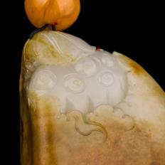 【琢艺轩】新疆和田玉沁皮白玉籽玉把件 出淤泥而不染(抵工费实价) 115克