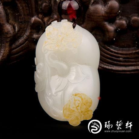新疆和田玉黄皮一级白玉籽玉挂件 蝶恋果 17克