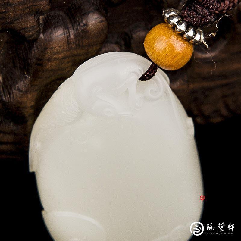 【琢藝軒】新疆和田玉白皮白玉籽玉掛件 抬頭見喜 13.1克