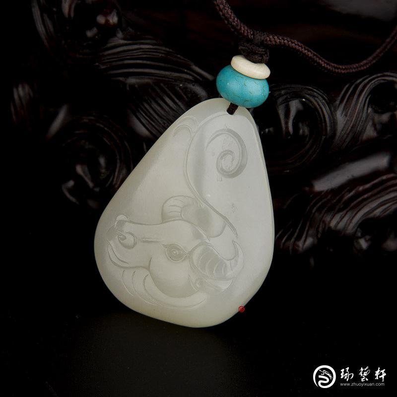 【琢藝軒】新疆和田玉黃皮一級白玉籽玉掛件 十二生肖-牛 16.2克