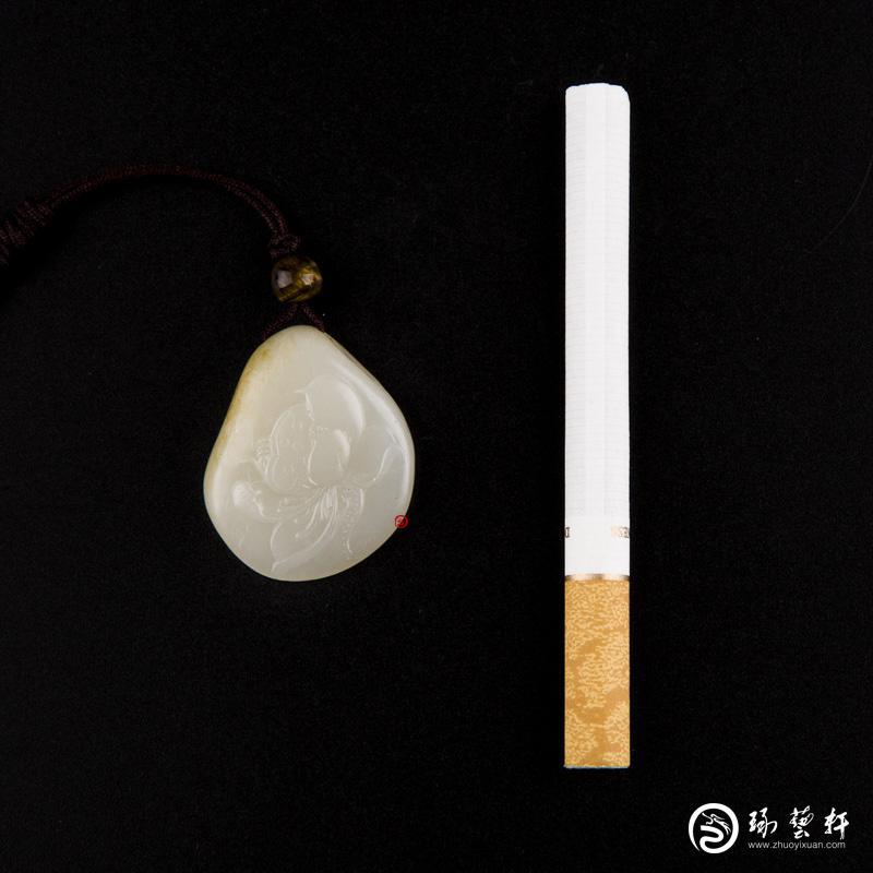 【琢艺轩】新疆和田玉黄皮白玉籽玉挂件 静 11.4克