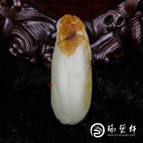 新疆和田紅皮青白玉籽玉 掛件 蝶戀果 35克
