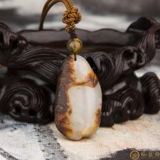 【琢艺轩】新疆和田玉红皮白玉籽玉挂件(独籽)汉江临眺 12.8克