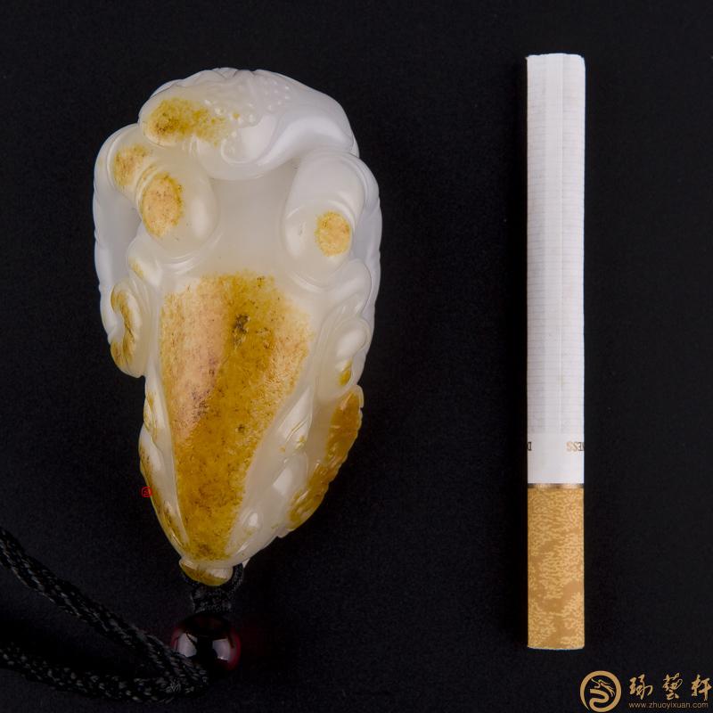 【琢艺轩】黄杨洪 新疆和田玉黄沁一级白玉籽玉把件 领头羊(独籽) 107克