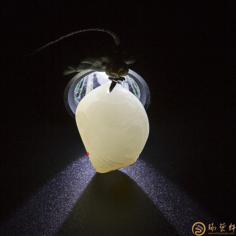 【琢艺轩】新疆和田玉红皮羊脂白籽玉挂件 力争上游 10克