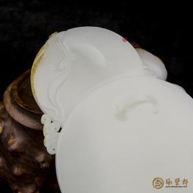 【琢艺轩】新疆和田玉红皮白玉籽玉摆件   持莲观音  510克