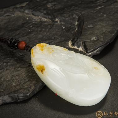 【琢艺轩】新疆和田玉黄皮一级白玉籽玉牌子 红颜 56.5克