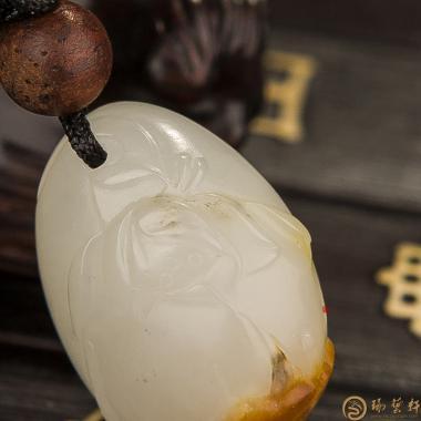 【琢艺轩】新疆和田红皮白玉籽玉挂件 荷花 8克