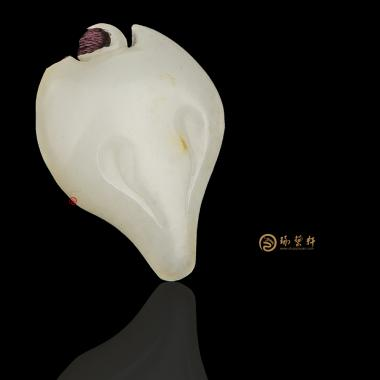 【琢藝軒】新疆和田黃皮一級白籽玉掛件 媚 4克