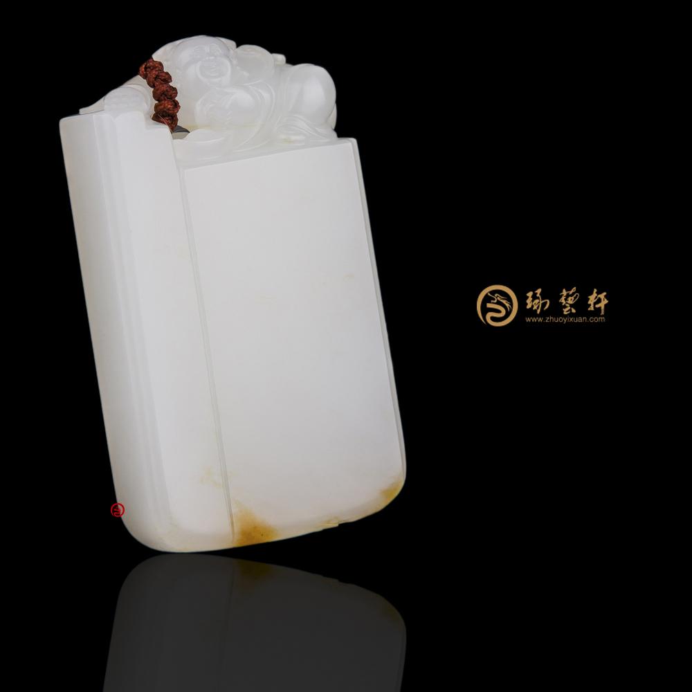 【琢藝軒】新疆和田黃皮一級白籽玉牌子 守護 40.8克